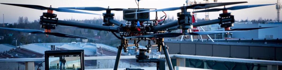 Loty dronami